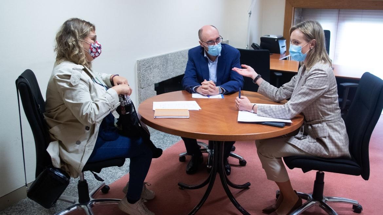 Reunión coa Conselleira de Política Social  Fabiola García e o novo Director Xeral Jacobo Rey